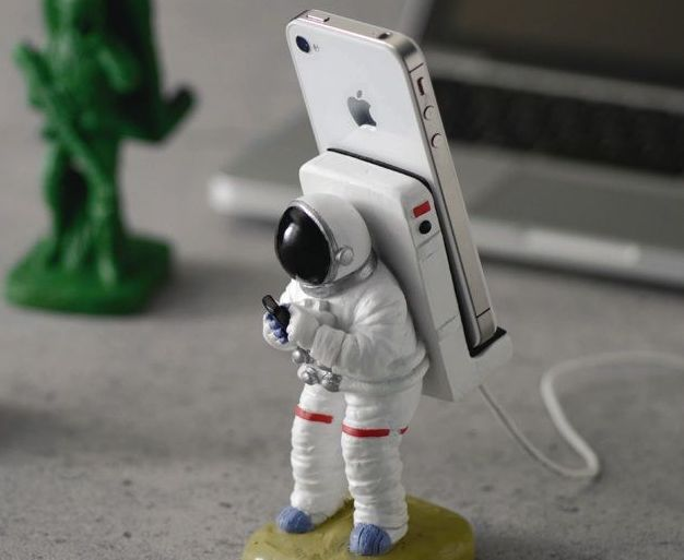 iphone-astronaut
